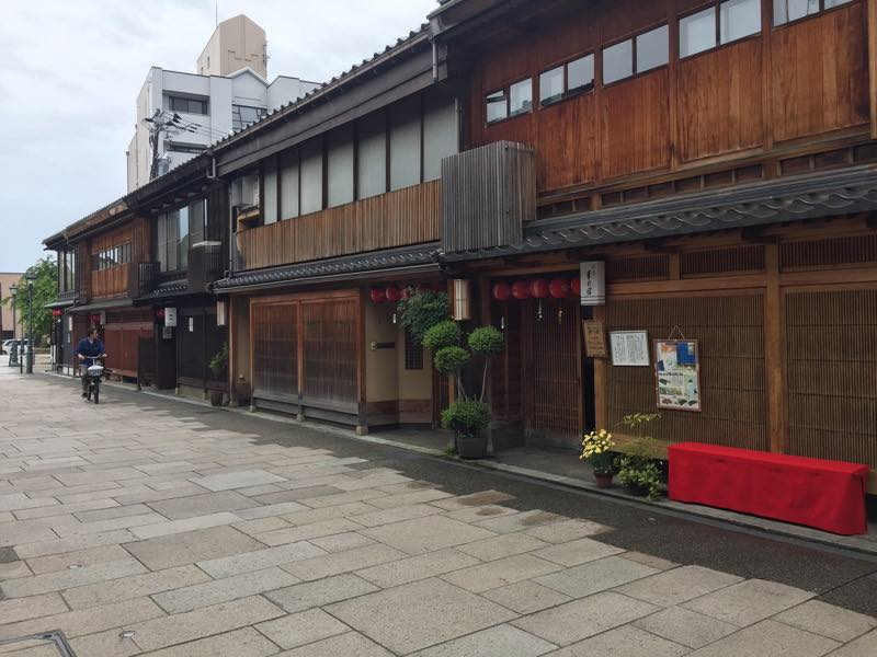 I've returned from Japan! So here's my first post about my trip to Kanazawa and its Nishi Chaya and Teramachi Districts. Check out the photos and the video!