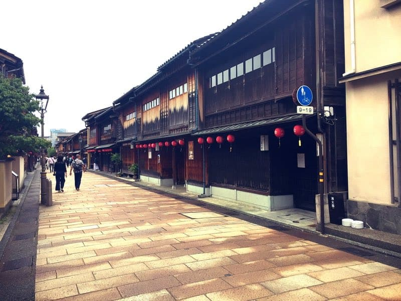 Come and walk around Kanazawa's Eastern geisha district, Higashi Chaya!